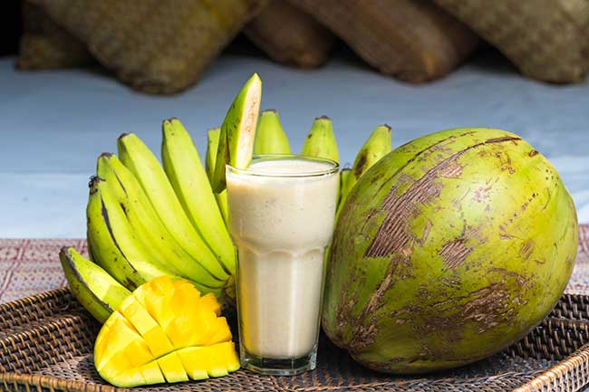 Creamy tropical cyclone smoothie