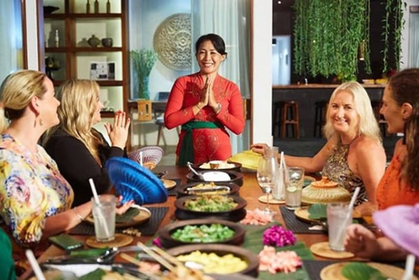 Friends eating delicious spiritual healing food at Bliss Bali retreat