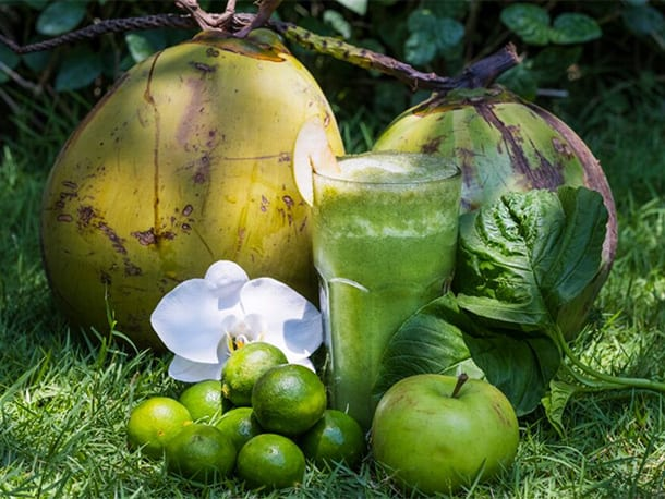 Green smoothie, healthy eating for energy Bliss Bali retreat